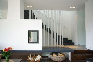 Blick aus Wohnzimmer - Treppe ins OG - Wohnhaus in ...