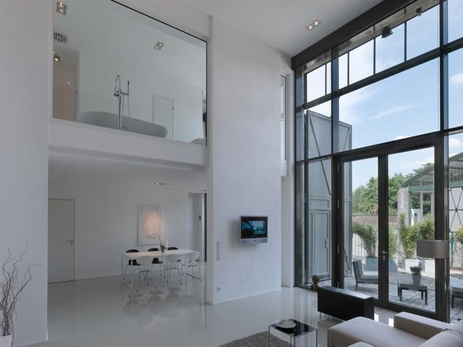 blick in die wohnhalle kleines denkmal d sseldorf. Black Bedroom Furniture Sets. Home Design Ideas