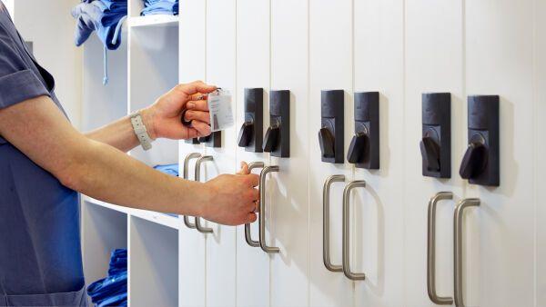 elektronische spezialschl sser f r die zutrittskontrolle salto systems. Black Bedroom Furniture Sets. Home Design Ideas
