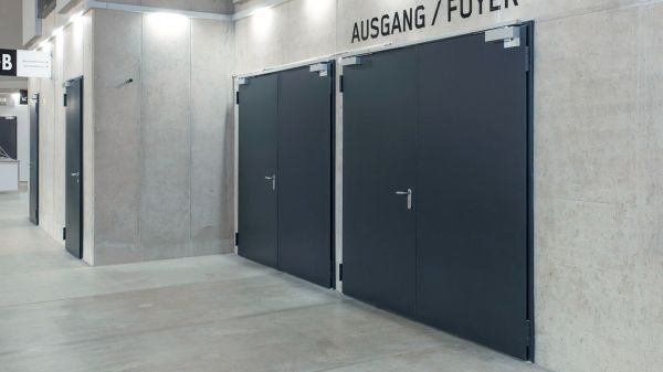 feuerschutzt ren t90 novoporta premio novoferm. Black Bedroom Furniture Sets. Home Design Ideas